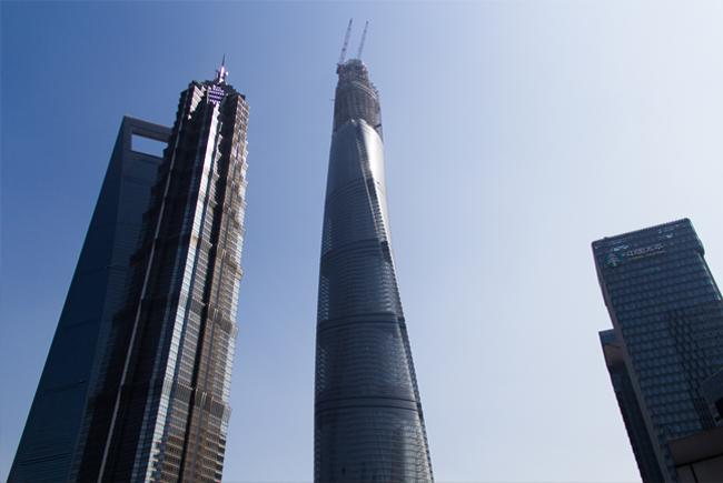 des gratte-ciels et des building