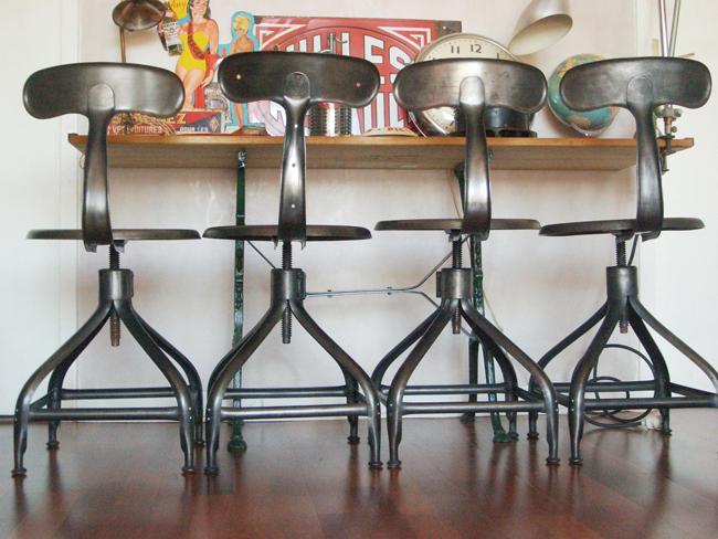 Chaise Et Tabouret Mobilier Au Style Industriel