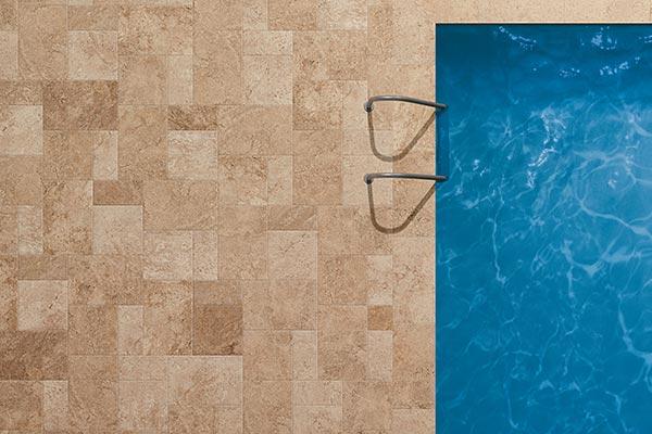 carrelage effet pierre piscine