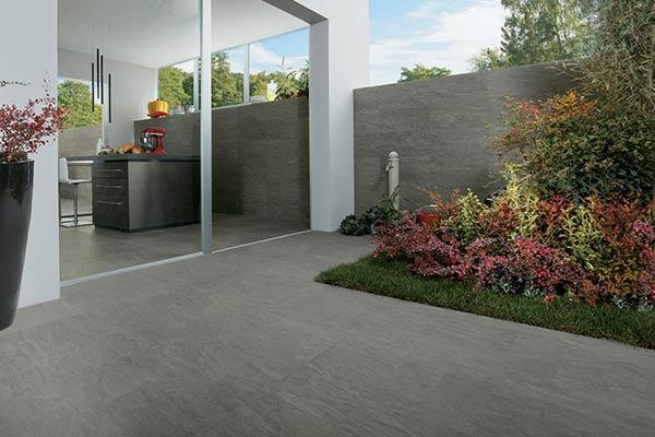 carrelage gris foncé terrasse